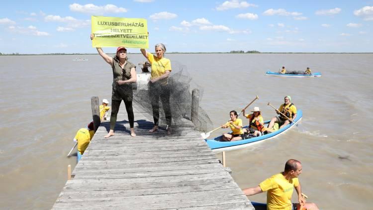 Fertő tó fecskementő Greenpeace akció 2021 06 10. Rodics Katalin, Udvaros Dorottya kép. Járdány Bence Greenpeace