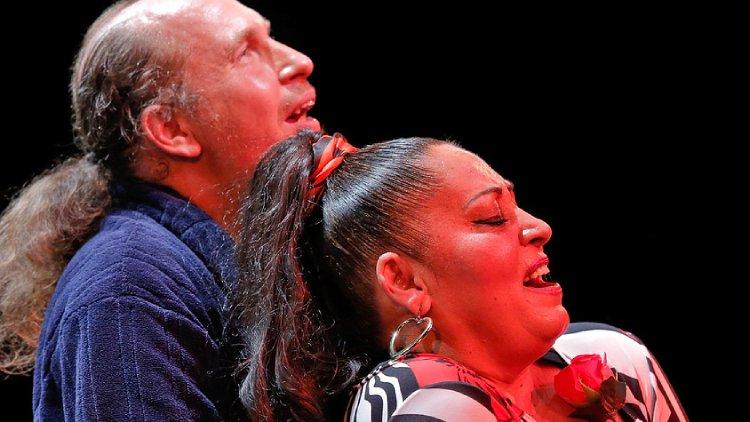 Vegyesházassággal érkezik a Cinka Panna Cigány Színház